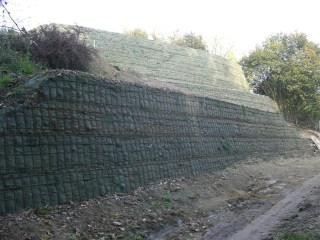 Ob Betonschwellen- oder Steinmauer. Wir gestalten nach Ihren Wünschen ...